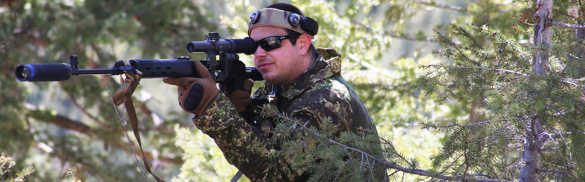 Stryker-Sniper-Kneeling1920x600